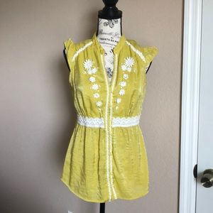 NWT.   Miss Me blouse with details, so cute! 🍋